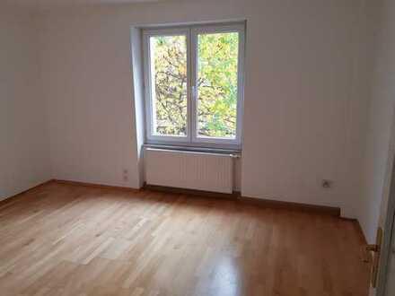 Stilvolle, sanierte 4-Zimmer-Wohnung mit Balkon in Bogenhausen/Oberföhring, München