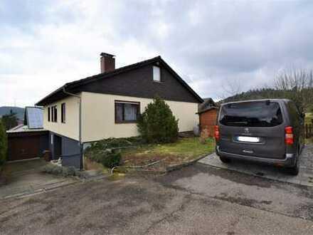 Traumhafte Lage: Einfamilienhaus mit Einliegerwohnung und Garage