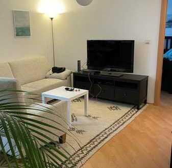 Stilvolle, modernisierte 2 Zimmer-Wohnung mit EBK und separatem Eingang