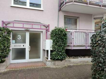 Exklusive, gepflegte 2-Zimmer-Hochparterre-Wohnung mit Balkon und Einbauküche in Karlsruhe