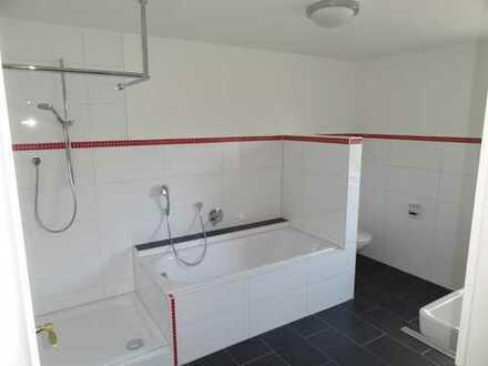 Schöne, helle 3,5-Zimmer-Wohnung mit Terrasse und Einbauküche in Neukirch