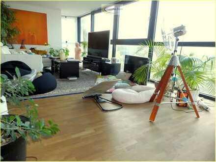 Modernisierte hochwertige, große Wohnung mit versetzen Ebenen im 3. OG im Uni-Center Köln, Rathenau