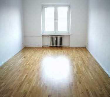 Möblierte 3-Zimmer-Altbauwohnung mit Balkon im Westend, frei per sofort