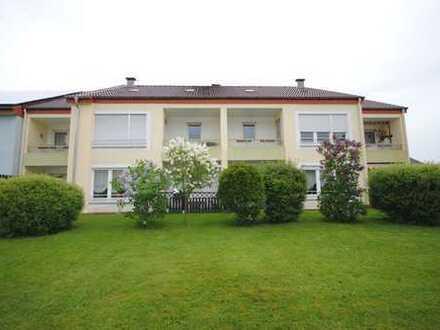 Zentral gelegene und helle 2-Zimmer Wohnung mit Terrasse und EBK *WBS erforderlich*