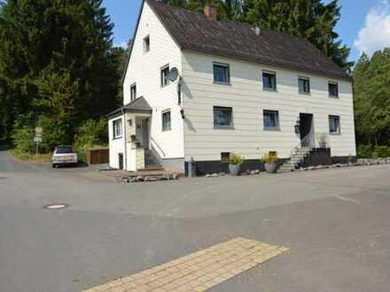 Geräumiges und renoviertes Wohnhaus in sehr ruhiger Lage mit Gästezimmern und Ferienwohnungen