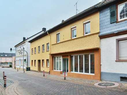 Großzügige Immobilie in Bestlage: Gewerbe + Wohnen mit viel Potenzial