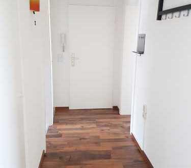 Schöne drei Zimmer Wohnung in Braunschweig, Bienrode EBK Balkon Keller Stellplatz inkl