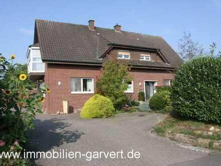 Ländliches Idyll! Modernisiertes Zweifamilienhaus mit Gartenanlage und Gewerbegebäude in Rhedebrügge