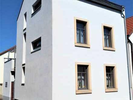 ** TOP saniertes Haus** zentrale Lage in Osthofen **