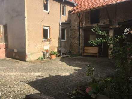Teilrenoviertes Bauernhaus mit Innenhof (bezugsfertig)
