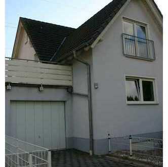 Gemütliche Doppelhaushälfte mit Garage, EBK, Terrasse und Garten