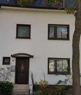 Schönes Einfamilienhaus in begehrter Lage in Lu-Friesenheim direkt am Ebertpark privat zu verkaufen
