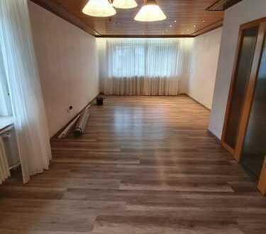 Stadtzentrale 150qm-Wohnung mit Terasse zu vermieten.