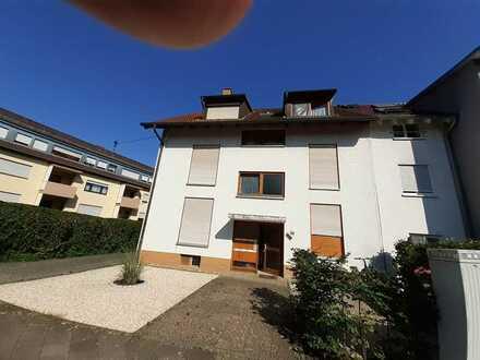 Gepflegte Wohnung mit einem Zimmer sowie Balkon und Einbauküche in Karlsruhe-Knielingen
