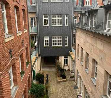 Toplage einer 2-Zimmer-Dachgeschosswohnung im Herzen von Fürth