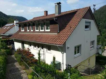 Schöne 4 Zimmer Wohnung mit Balkon, EBK sowie einem Keller in Hirsau, WM ca. 700 €