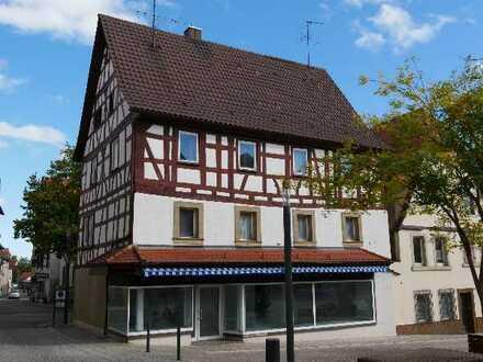 Laden mit großen Schaufenstern am Ludwigsplatz – beste Lage zentral in Eppingen