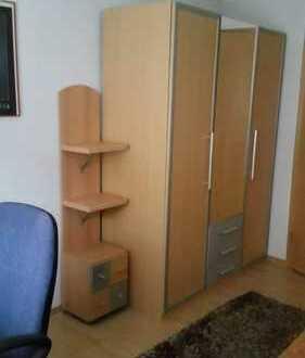 Möbliertes Zimmer in Berufstätigen & Studenten WG -