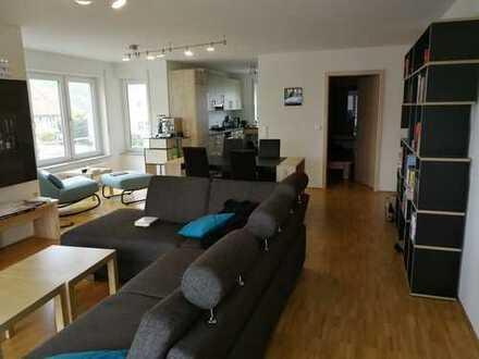 Stilvolle, neuwertige 3-Zimmer-Dachgeschosswohnung mit Balkon und EBK in Walheim