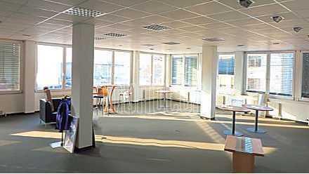 Einzelnstehendes attraktives Büro-/Servicegebäude