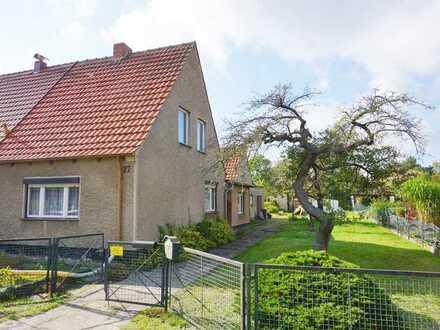 Stark sanierungsbedürftige Doppelhaushälfte zu verkaufen!