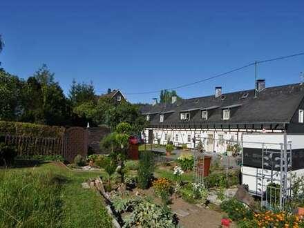 Hilchenbach Dahlbruch, komplett entkerntes Reihenhaus ( 100m² ) mit Potenzial, sonn. Gart. u. Garage