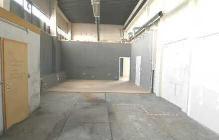 Beheizbare Lagerhalle mit Rolltor mit bester Anbindung