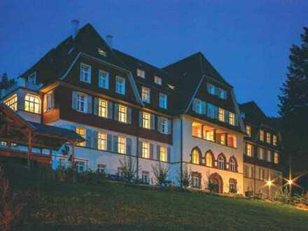 Großzügige 6 Zi. Woh. ca. 225 qm, Bj 1911 / saniert 2012, EBK, Balkon, Terrasse, 2 x Carport & mehr!