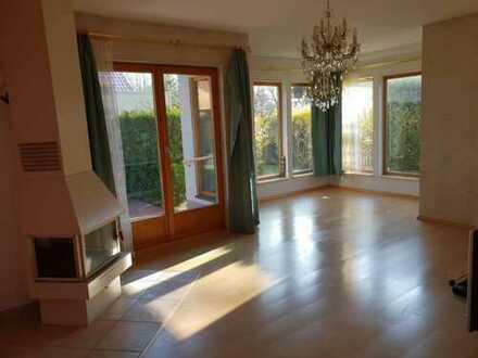 Halbes Haus ! Terrassenwohnung mit 300 qm Grundstück in Wassernähe in Berlin-Köpenick ( Grünau )
