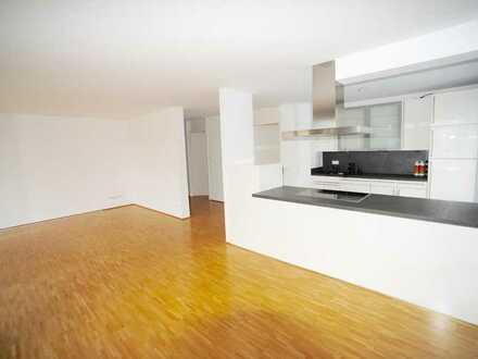 Lichtdurchflutete 4-Zimmerwohnung mit Einbauküche und Balkon