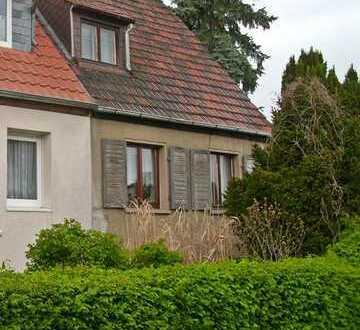 modernisierungsbedürftige Doppelhaushälfte in ruhiger Siedlungslage!!!