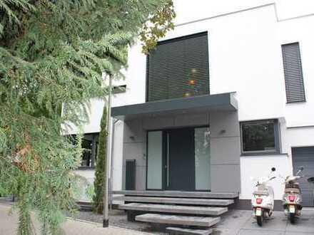 Exclusive Architektenvilla im Bauhausstil in Pulheim Stommeln