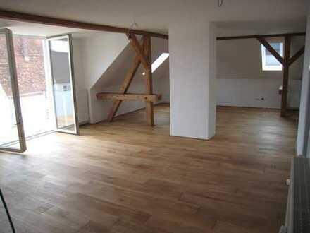 3-Zimmer-Dachgeschosswohnung mit Balkon und Einbauküche in Weißenhorn