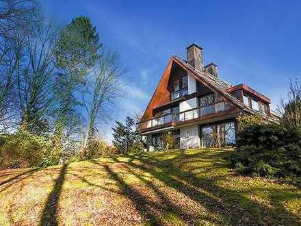 Mehrfamilienhaus mit 3 Wohnungen Erdgeschosswohnung kann frei geliefert werden.