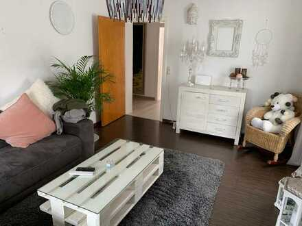 Gepflegte 2-Zimmer-Dachgeschosswohnung mit Balkon und Einbauküche in Gernsheim