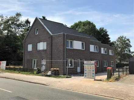 Neubau-Reihenhaus mit Carport in Papenburg-Untenende, www.deWeerdt.de