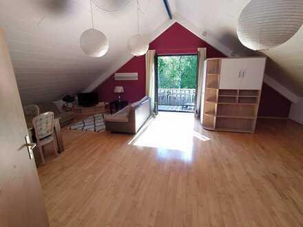 Gepflegte Dachgeschosswohnung mit eineinhalb Zimmern, Balkon und EBK in Osterzell