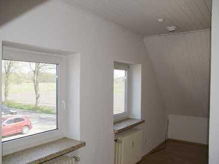 Gemütliche 2-Zimmer-Dachgeschosswohnung mit Einbauküche in Stuhr