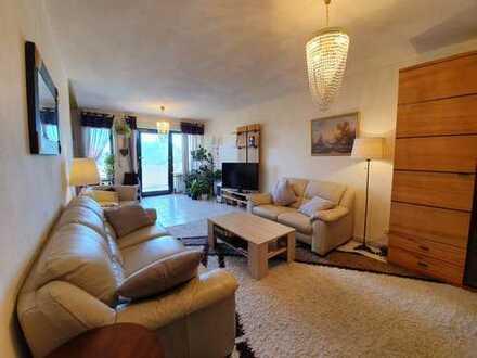 Großzügige 4-Zi-Maisonette-Wohnung mit Pkw-Stellplatz und Balkonen mit herrlichem Fernblick