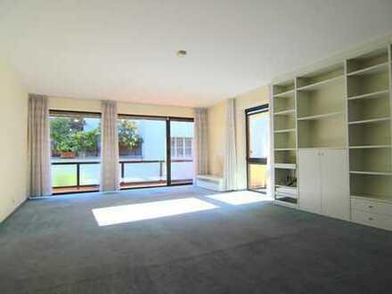 Zink Immobilien: 3 Zimmer Wohnung am Stadtwald mit 2 Loggien, TG-Stellplatz, EBK,Gemeinschaftsgarten