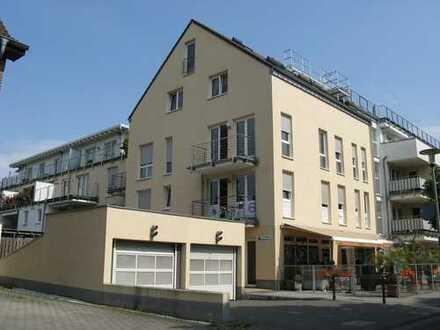 Efferen - Schicke Wohnung mit offenem Küchenbereich, Terrasse, Wannenbad und TG-Platz in Bahnnähe.
