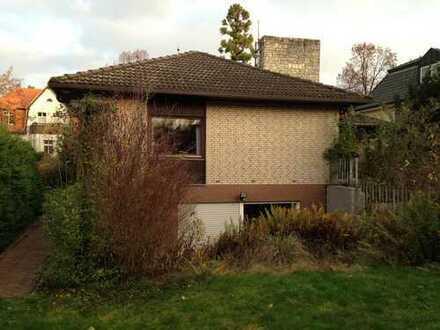 Haus mit großen Garten, Schwimmbad und Sauna sucht Handwerker