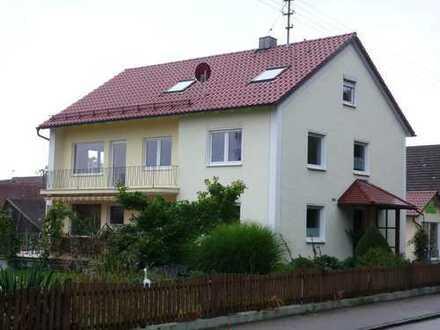 Helle und geräumige 3-ZKB-Wohnung, renoviert, Balkon, Kellerraum und Garage!