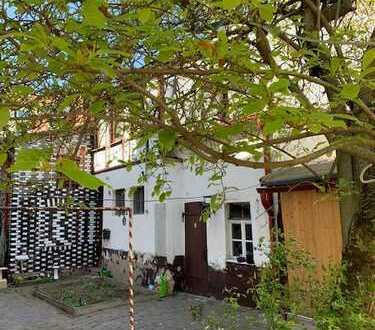 4- Familienhaus mit Hofgebäude im idyllischen Innenhof ...