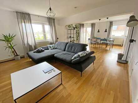 6402 - Helle und großzügige 4-Zimmerwohnung mit 2 Balkonen - Brahmsplatz!