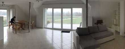 Loftartige, geräumige 2-Zimmer-Dachgeschosswohnung mit Balkon und Einbauküche in Bad Vilbel