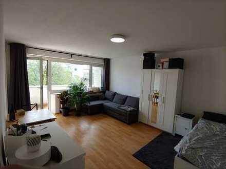 Günstige Einzimmerwohnung in S-Bahn-Nähe in Germering ab Juli
