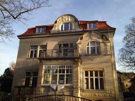 Traumhafte 3-Zimmer-Wohnung mit Balkon * Carport * denkmalgeschützte Stadtvilla