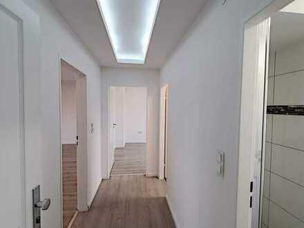 PROVISIONSFREI: Erstbezug n. Sanierung: 2-Zimmer-DG-Whg mit Fußbodenhzg. und opt. Garage, Nähe DIAKO