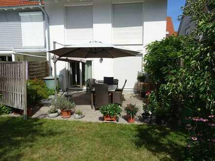 Schickes Reiheneckhaus mit Terrasse, Garten und Garage